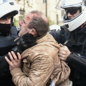 The Association des travailleurs grecs du Québec and the Association des resistants condemn the violence and police repression.
